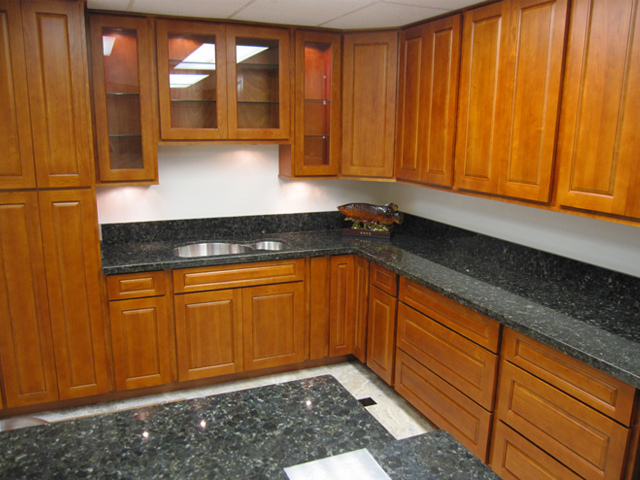 Cherry Colored Wood Cabinets Can Add A Sense Of Richness And Warmth To Any Home Kitchens Are Among The More Por Prized Kitchen Colors